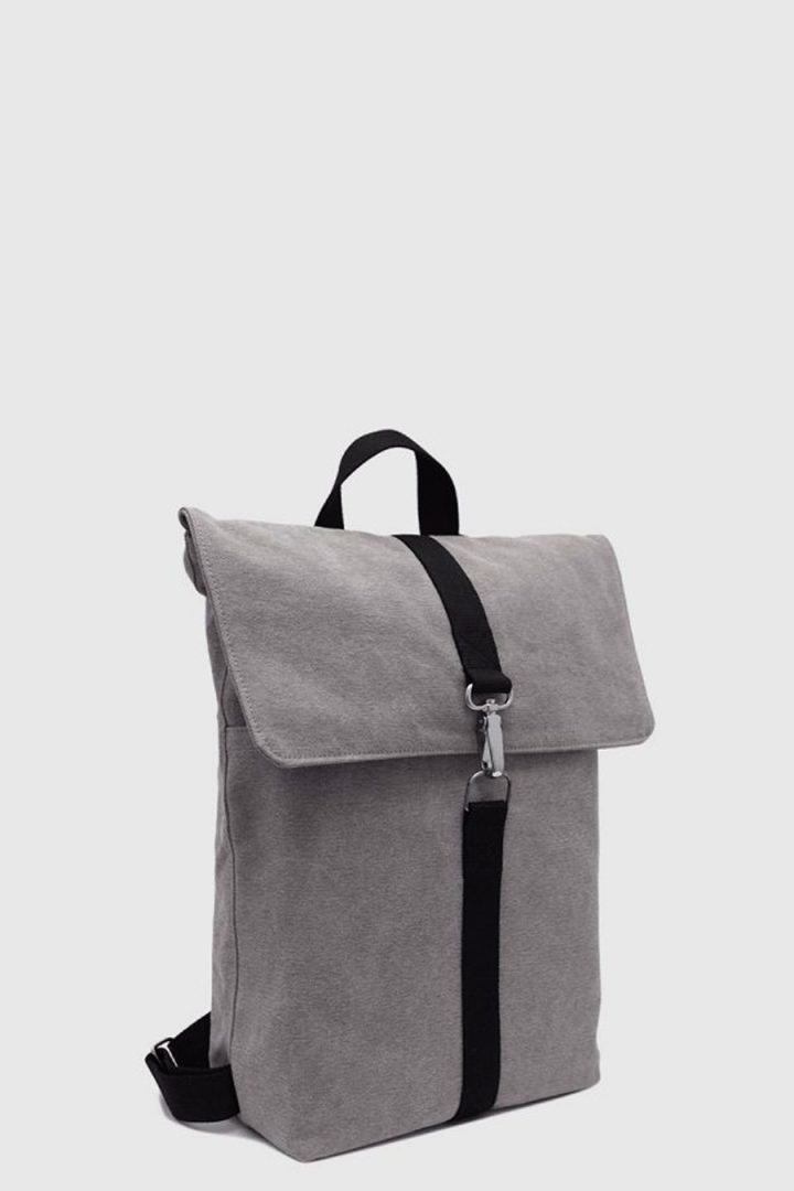 Mochila impermeable urbana color gris made in Spain