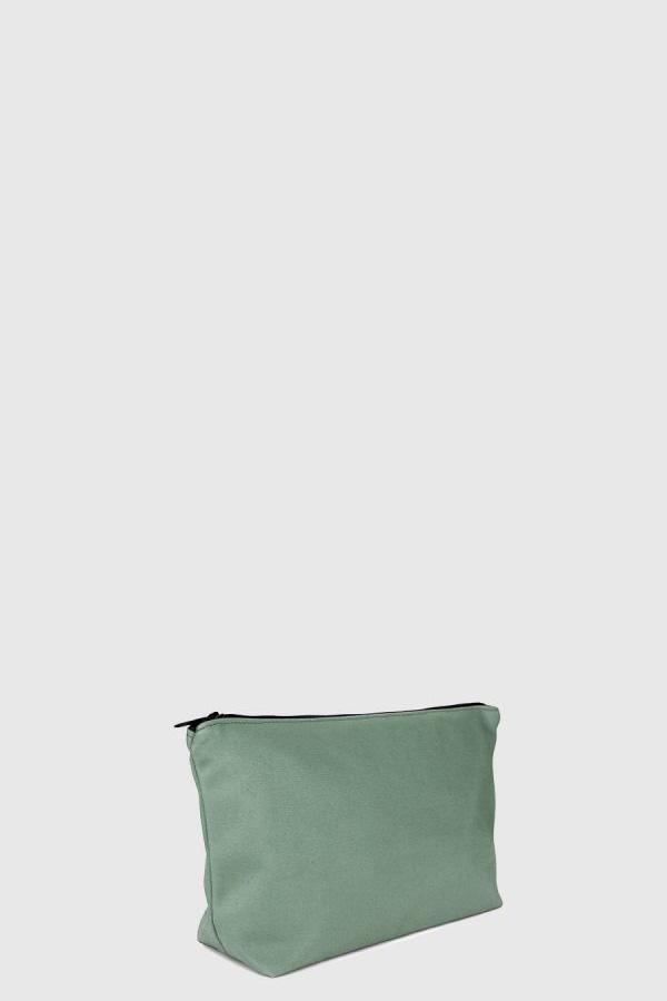 Estuche con cremallera vegano e impermeable color verde claro hecho en España