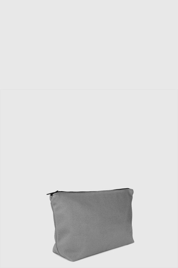 Estuche con cremallera vegano e impermeable color gris claro hecho en España