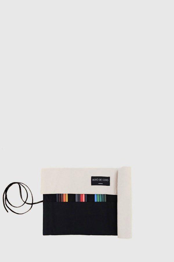 Estuche enrollable vegano de color blanco hecho en España
