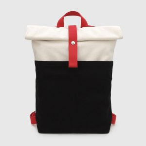 mochila enrollable negra y roja