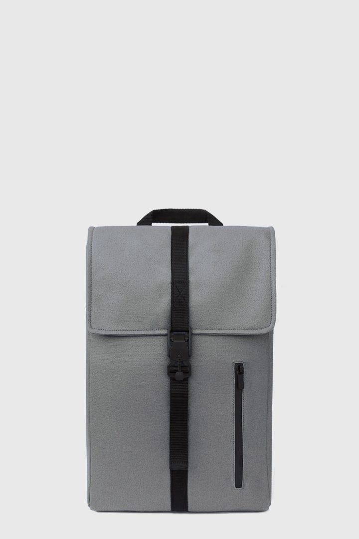 Mochila impermeable estilo urbano color gris claro made in Spain