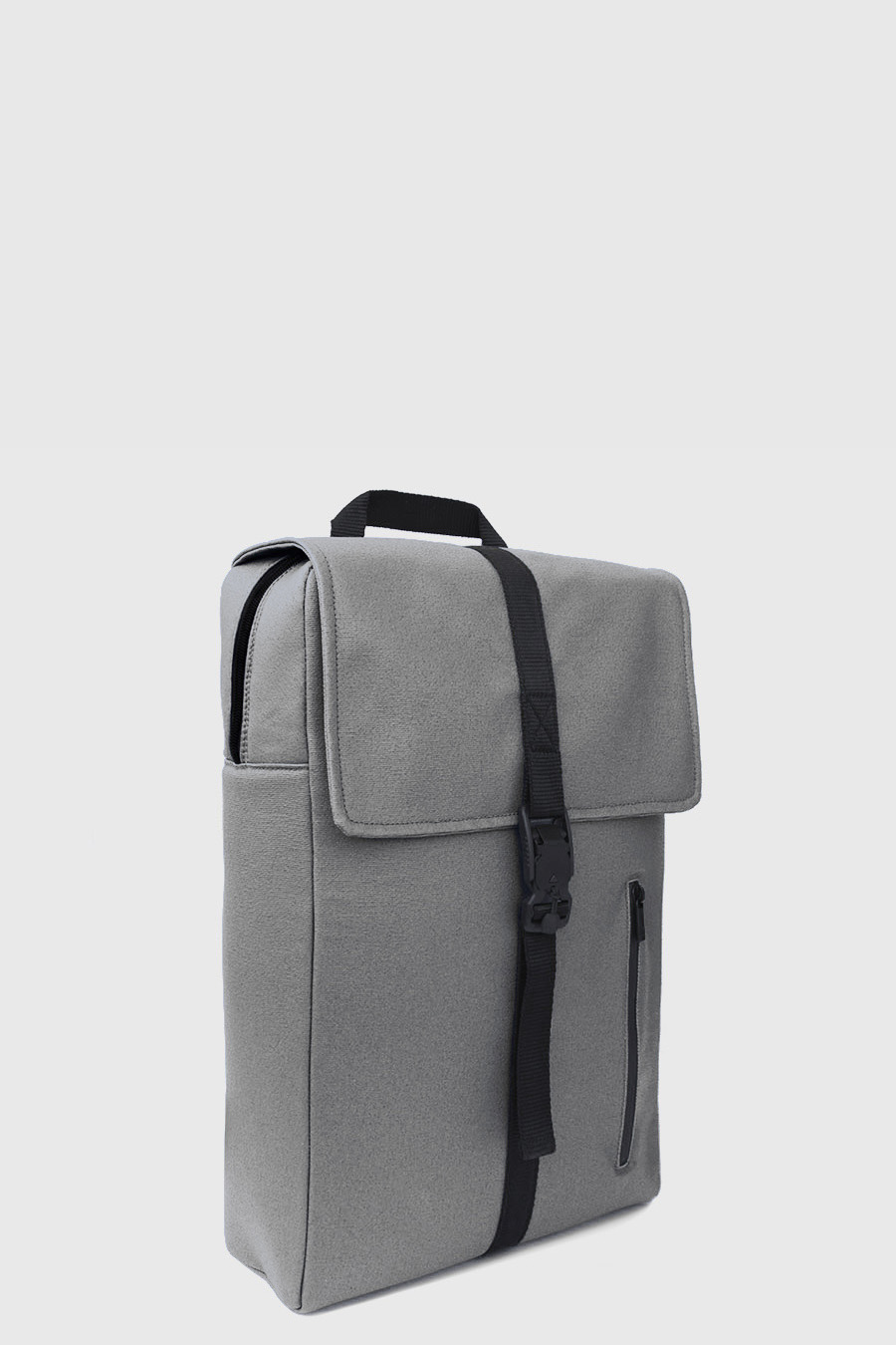 Mochila impermeable estilo urbano color gris claro hecho en España