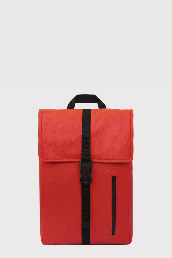 Mochila impermeable estilo urbano color rojo made in Spain