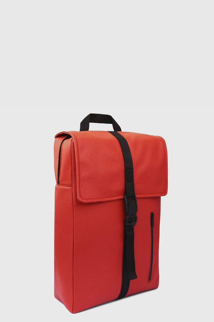 Mochila impermeable estilo urbano color rojo hecho en españa