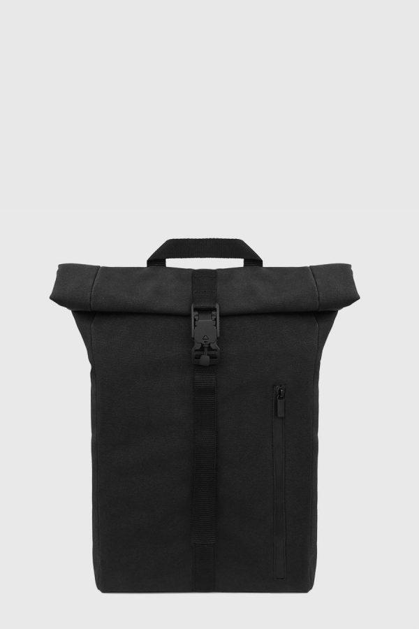 Mochila enrollable impermeable estilo urbano color negra hecho en España