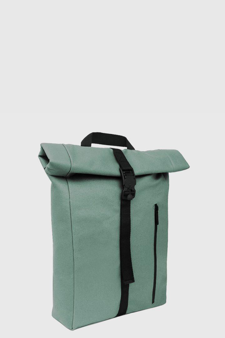 Mochila enrollable impermeable estilo urbano color verde claro hecho en España