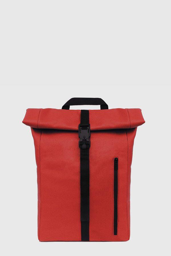 Mochila enrollable impermeable estilo urbano color roig hecho en España
