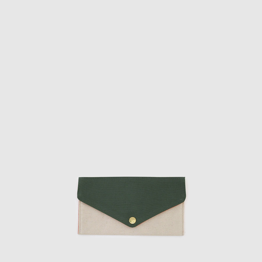 cartera de lona vegana de color verde y crudo