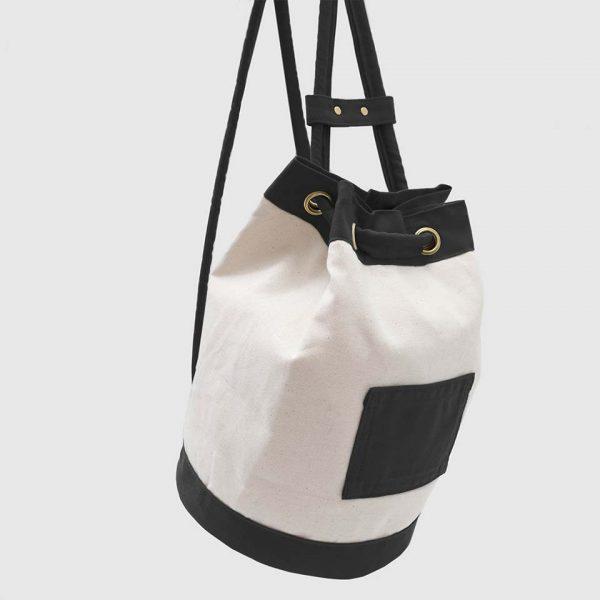 mochila 1994 en color negro