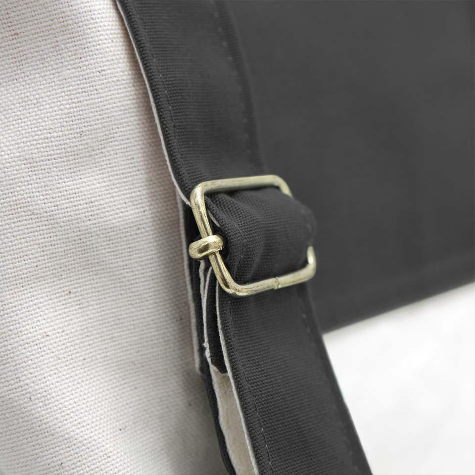 mochila en color negro