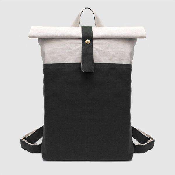 mochila vegana roll-top en blanco y negro