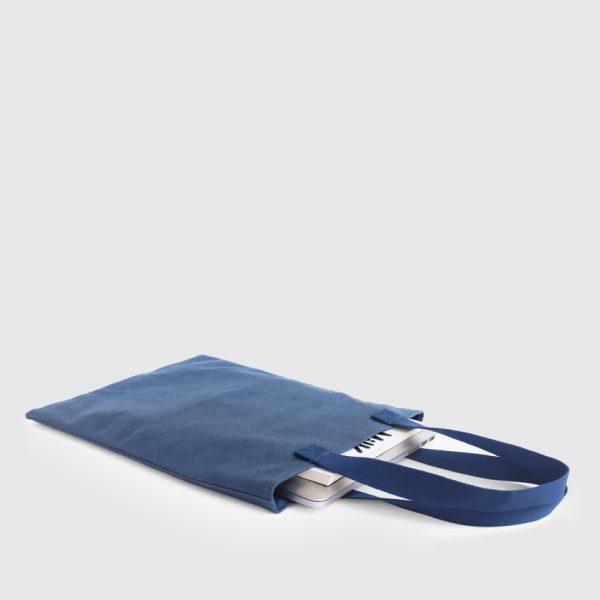 bolso impermeable azul