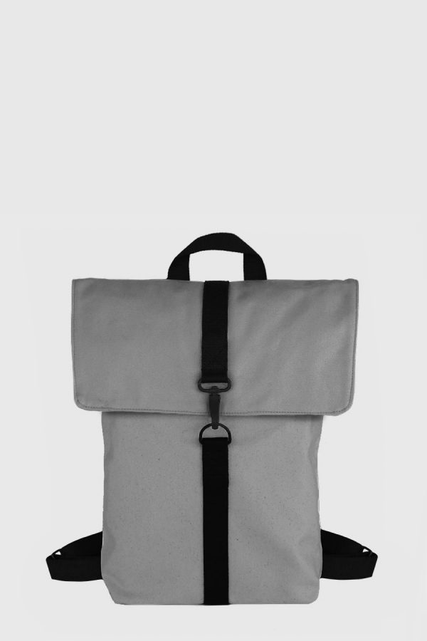 Mochila impermeable vegana color gris claro made in Spain