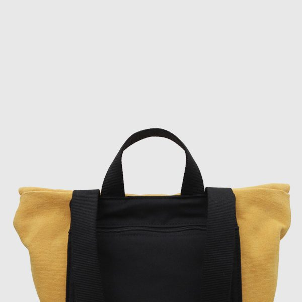 mochila barcelona mostaza y negra bolsillo