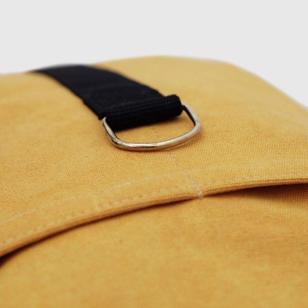 mochila barcelona mostaza y negra rectangular lona