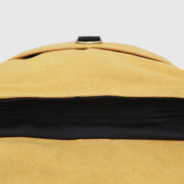 mochila barcelona mostaza y negra cierre