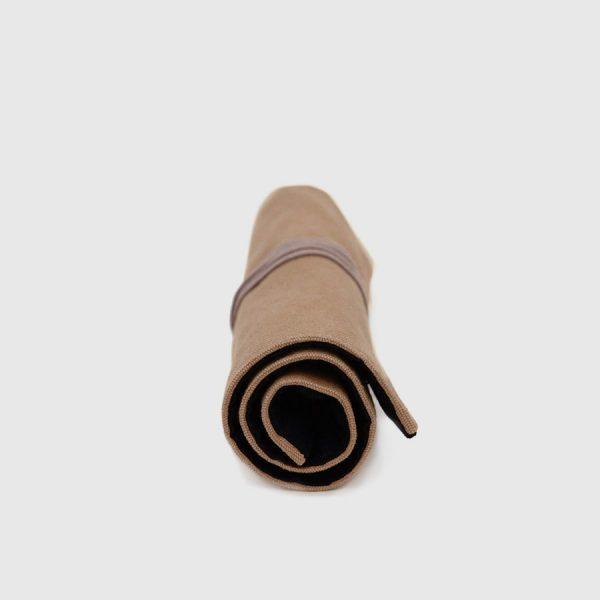 estuche enrollable marrón