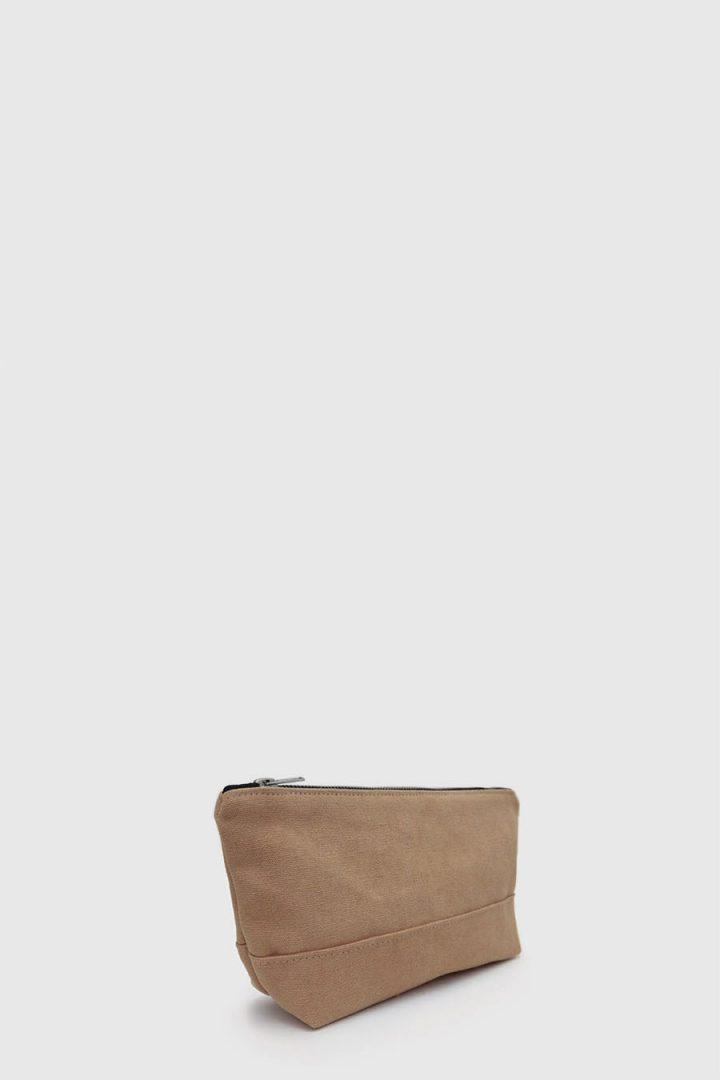 Estuche con cremallera vegano e impermeable color marron claro hecho en España