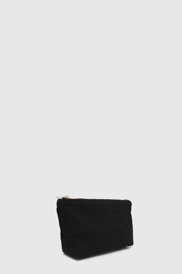 Estuche con cremallera vegano e impermeable color negro hecho en España